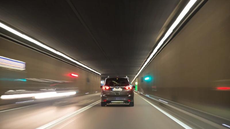 Recomendaciones para conducir por un túnel