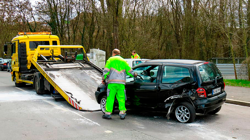 Cómo comportarse (con seguridad) ante una grúa auxiliando a otro vehículo