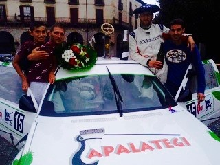 piloto y copiloto de rally gruas apalategi