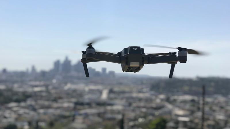 dron-vigilando-la-carretera-dgt