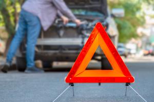 incidencia-en-vehiculo-con-triangulo-de-emergencias
